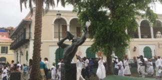 The Dollar fo' Dollar tour passes through Emancipation Garden. (Priscilla Hintz Rivera photo)