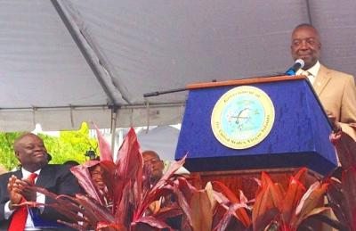 Gov. Kenneth Mapp applauds Lt. Gov. Osbert Potter's inauguration speech