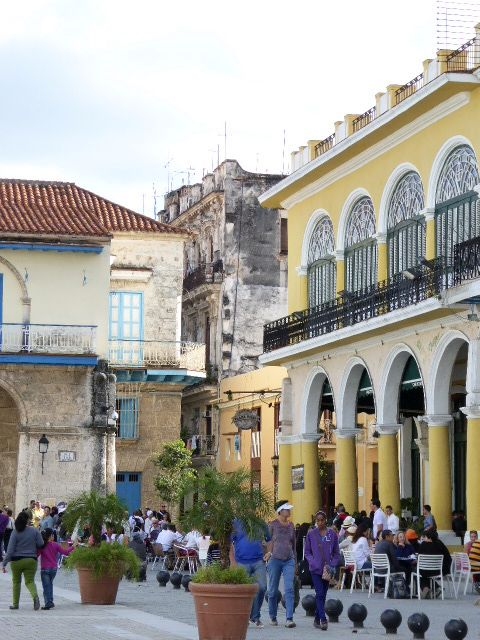 Urban development struggles to preserve Havana