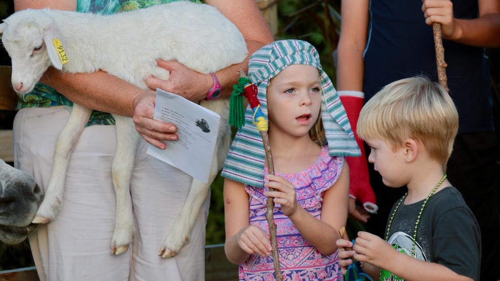 Caitlin Kuczynski, Michael Kuczynski were among the shepherds. (Source photo by Linda Morland)
