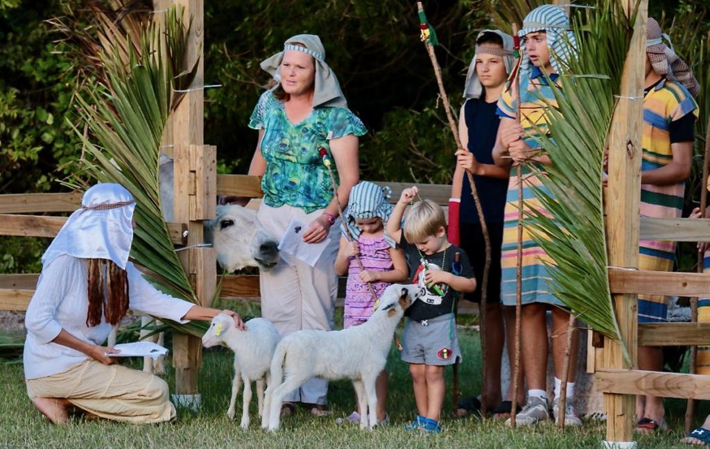 Jane Coles, Caitlin Kuczynski, Michael Kuczynski, Finn Miller, Joey Croney join in the live nativity. (Source photo by Linda Morland)