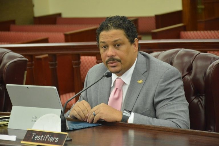 Senate Panel OKs Shoreline Access Bill Despite Constitutional Questions